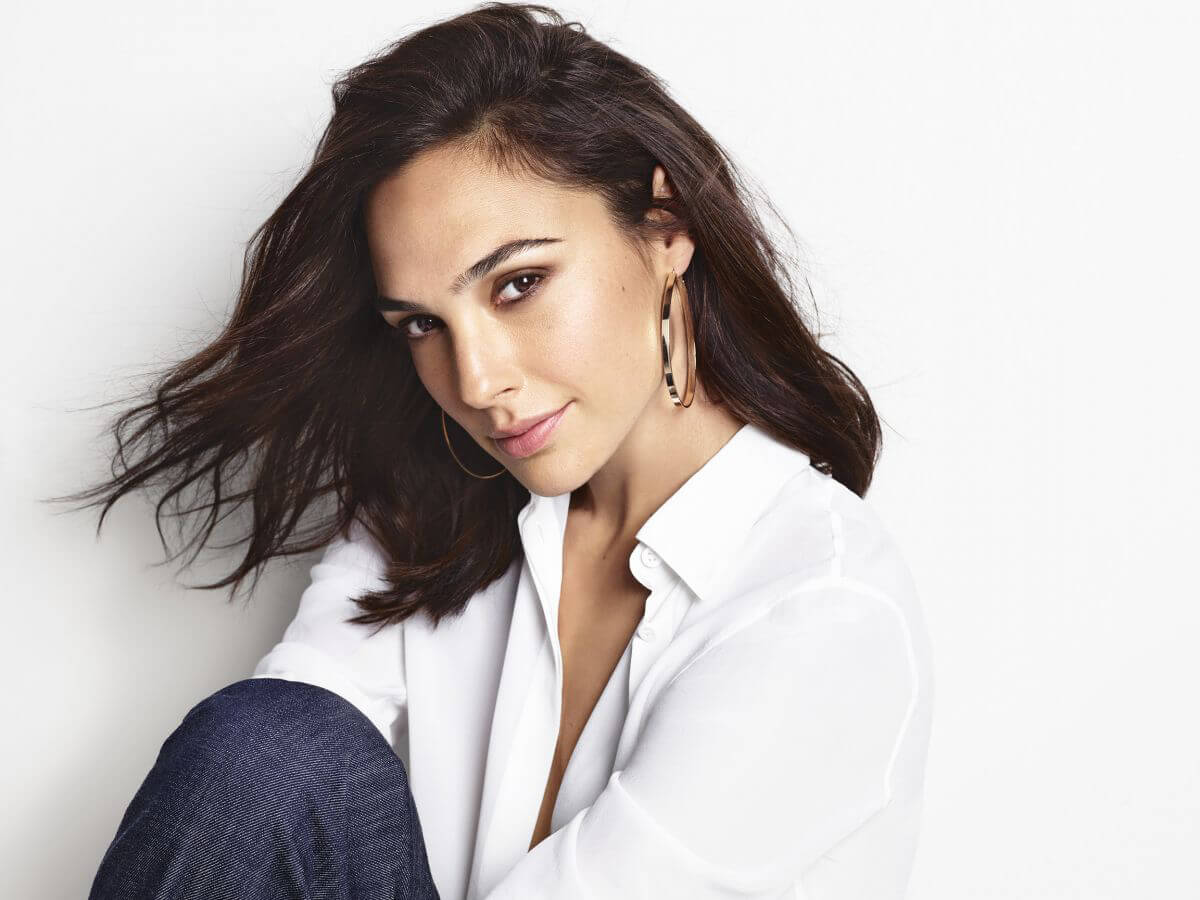 Gal Gadot for Revlon Russia's Super Lustrous Lipstick 2018 Collection 1