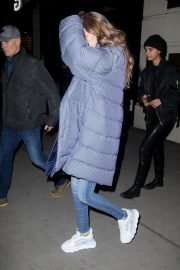 Gigi Hadid Arrives at Her Apartment in New York 2018/12/10 4