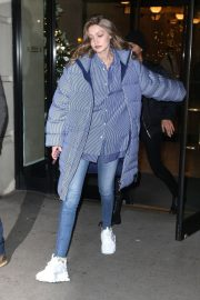 Gigi Hadid Arrives at Her Apartment in New York 2018/12/10 7