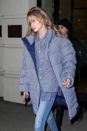Gigi Hadid Arrives at Her Apartment in New York 2018/12/10 11