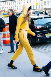 Gigi Hadid Out and About in New York 2018/12/29 2