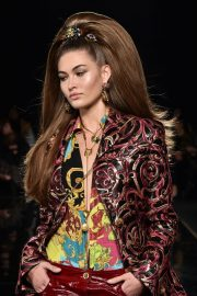Grace Elizabeth at Versace Pre-fall 2019 Runway Show in New York 2018/12/02 1