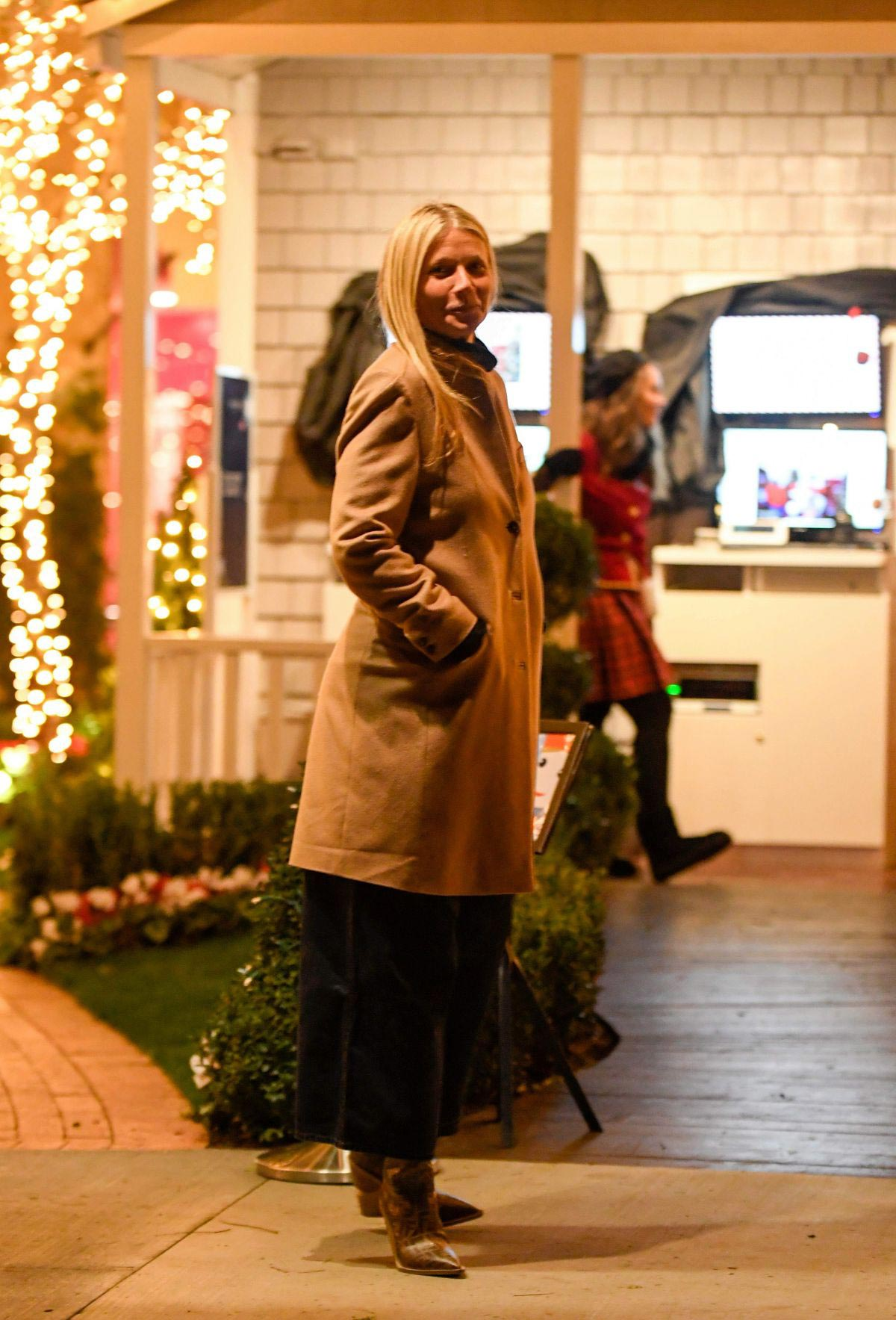 Gwyneth Paltrow Night Out in Pacific Palisades 2018/12/06 1