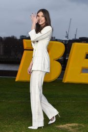 Hailee Steinfeld at Bumblebee Photocall in London 2018/12/05 4