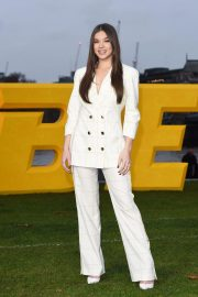 Hailee Steinfeld at Bumblebee Photocall in London 2018/12/05 5