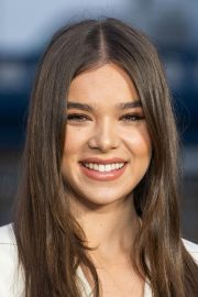 Hailee Steinfeld at Bumblebee Photocall in London 2018/12/05 6