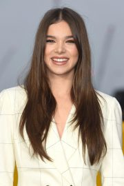 Hailee Steinfeld at Bumblebee Photocall in London 2018/12/05 8