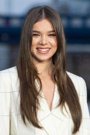 Hailee Steinfeld at Bumblebee Photocall in London 2018/12/05 11