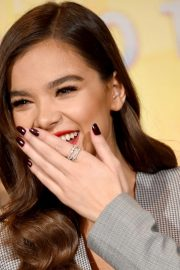 Hailee Steinfeld at Spider-man: Into the Spider-Verse Photocall in Los Angeles 2018/11/30 1