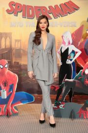 Hailee Steinfeld at Spider-man: Into the Spider-Verse Photocall in Los Angeles 2018/11/30 5