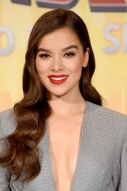 Hailee Steinfeld at Spider-man: Into the Spider-Verse Photocall in Los Angeles 2018/11/30 10
