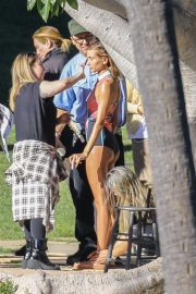 Hailey Baldwin and Justin Bieber on the Set of a Photoshoot in Los Angeles 2018/12/04 12