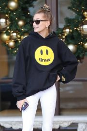 Hailey Baldwin Leaves Montage Hotel in Beverly Hills 2018/11/30 1