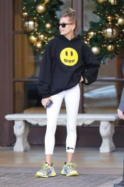 Hailey Baldwin Leaves Montage Hotel in Beverly Hills 2018/11/30 2