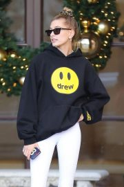 Hailey Baldwin Leaves Montage Hotel in Beverly Hills 2018/11/30 3
