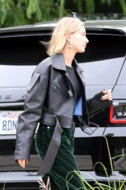 Hailey Baldwin Out and About in Los Angeles 2018/12/14 5