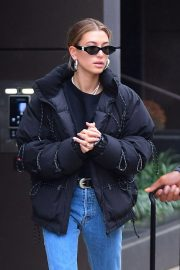 Hailey Baldwin Out and About in New York 2018/12/02 4