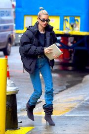 Hailey Baldwin Out and About in New York 2018/12/02 6