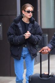 Hailey Baldwin Out in New York 2018/12/02 3