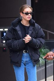 Hailey Baldwin Out in New York 2018/12/02 10