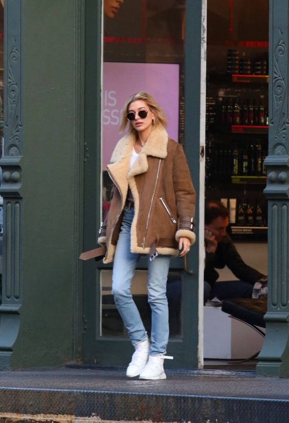 Hailey Baldwin Out in New York 2018/12/11 1