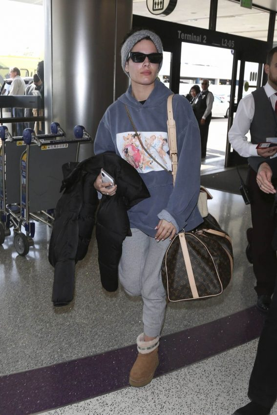 Halsey at LAX Airport in Los Angeles 2018/12/26 1