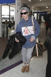 Halsey at LAX Airport in Los Angeles 2018/12/26 3