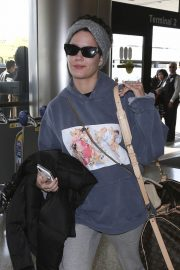Halsey at LAX Airport in Los Angeles 2018/12/26 4