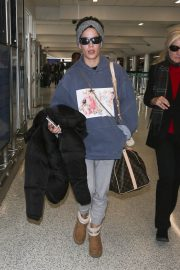 Halsey at LAX Airport in Los Angeles 2018/12/26 9