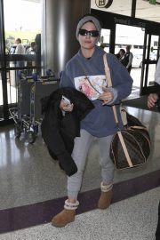 Halsey at LAX Airport in Los Angeles 2018/12/26 10