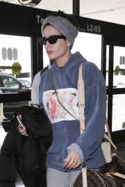 Halsey at LAX Airport in Los Angeles 2018/12/26 11