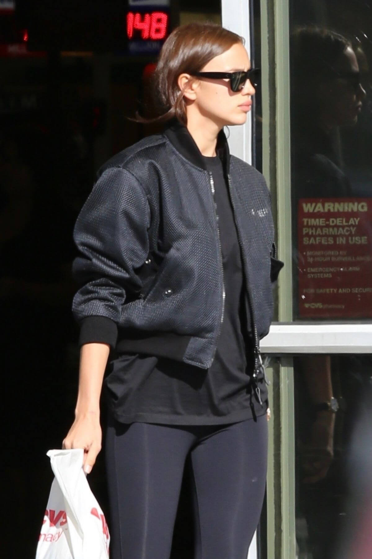 Irina Shayk at CVS Store in Pacific Palisades 2018/12/27 1