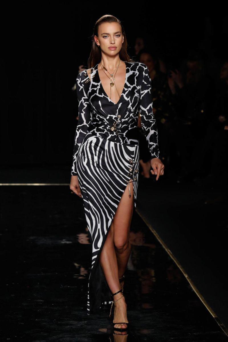 Irina Shayk at Versace Pre-fall 2019 Runway Show in New York 2018/12/02 1