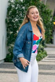 Iskra Lawrence on the Set of a Photoshoot in Miami 2018/12/08 10