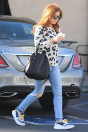 Isla Fisher in Ripped Jeans Out in Los Angeles 2018/12/16 8
