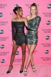 Jasmine Tookes at Victoria's Secret Viewing Party in New York 2018/12/02 3