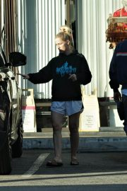 Jennie Garth Out and About in Los Feliz 2018/12/27 2