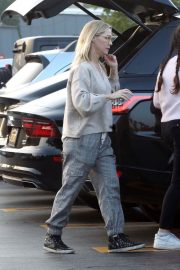 Jennie Garth Out Shopping in Los Angeles 2018/12/24 2