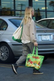 Jennie Garth Out Shopping in Los Angeles 2018/12/24 3