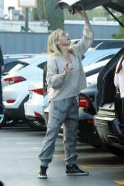 Jennie Garth Out Shopping in Los Angeles 2018/12/24 4