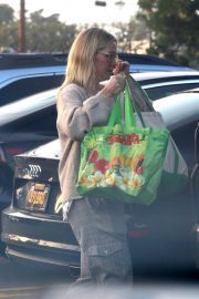 Jennie Garth Out Shopping in Los Angeles 2018/12/24 6