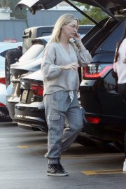 Jennie Garth Out Shopping in Los Angeles 2018/12/24 7
