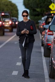 Jennifer Garner Out and About in Brentwood 2018/12/04 10