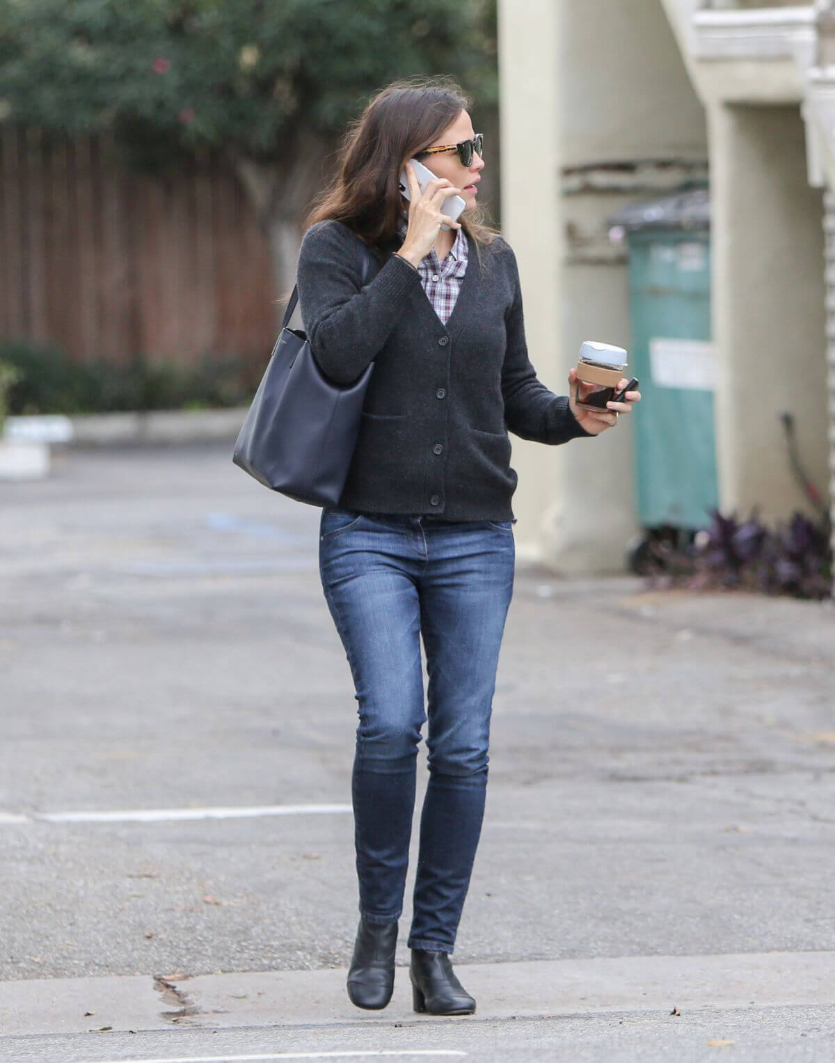 Jennifer Garner Out and About in Brentwood 2018/12/10 1