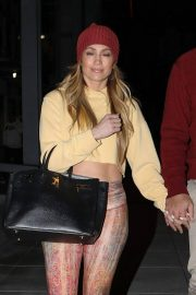 Jennifer Lopez Leaves Live Nation Entertainment Offices in Beverly Hills 2018/12/17 7