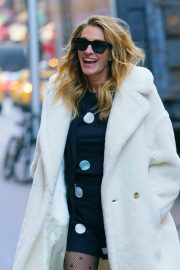 Julia Roberts Out and About in New York 2018/12/04 1