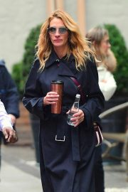 Julia Roberts Out Shopping in New York 2018/12/02 3