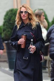 Julia Roberts Out Shopping in New York 2018/12/02 4