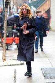 Julia Roberts Out Shopping in New York 2018/12/02 6