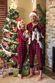 Julianne Hough on Christmas Instagram Pictures 2018/12/26 2